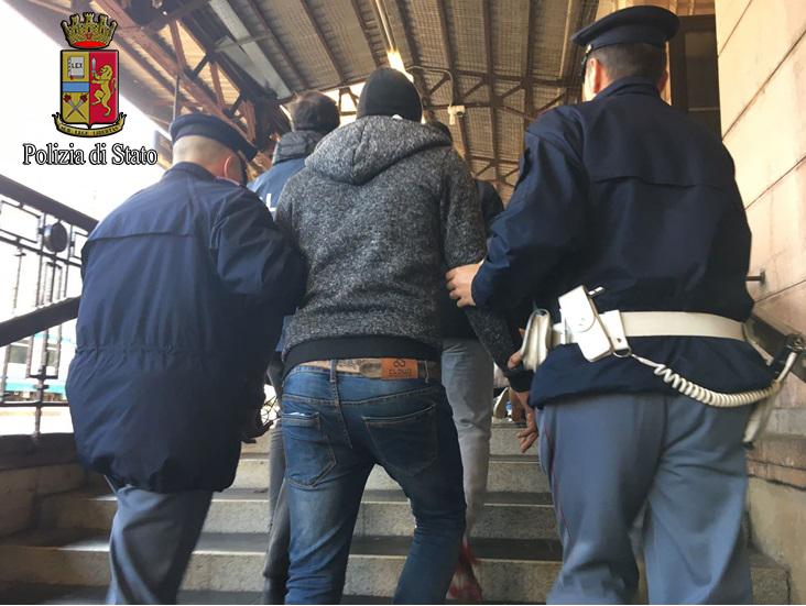 Bolzano: Polizia arrestati due stranieri per favoreggiamento all ...