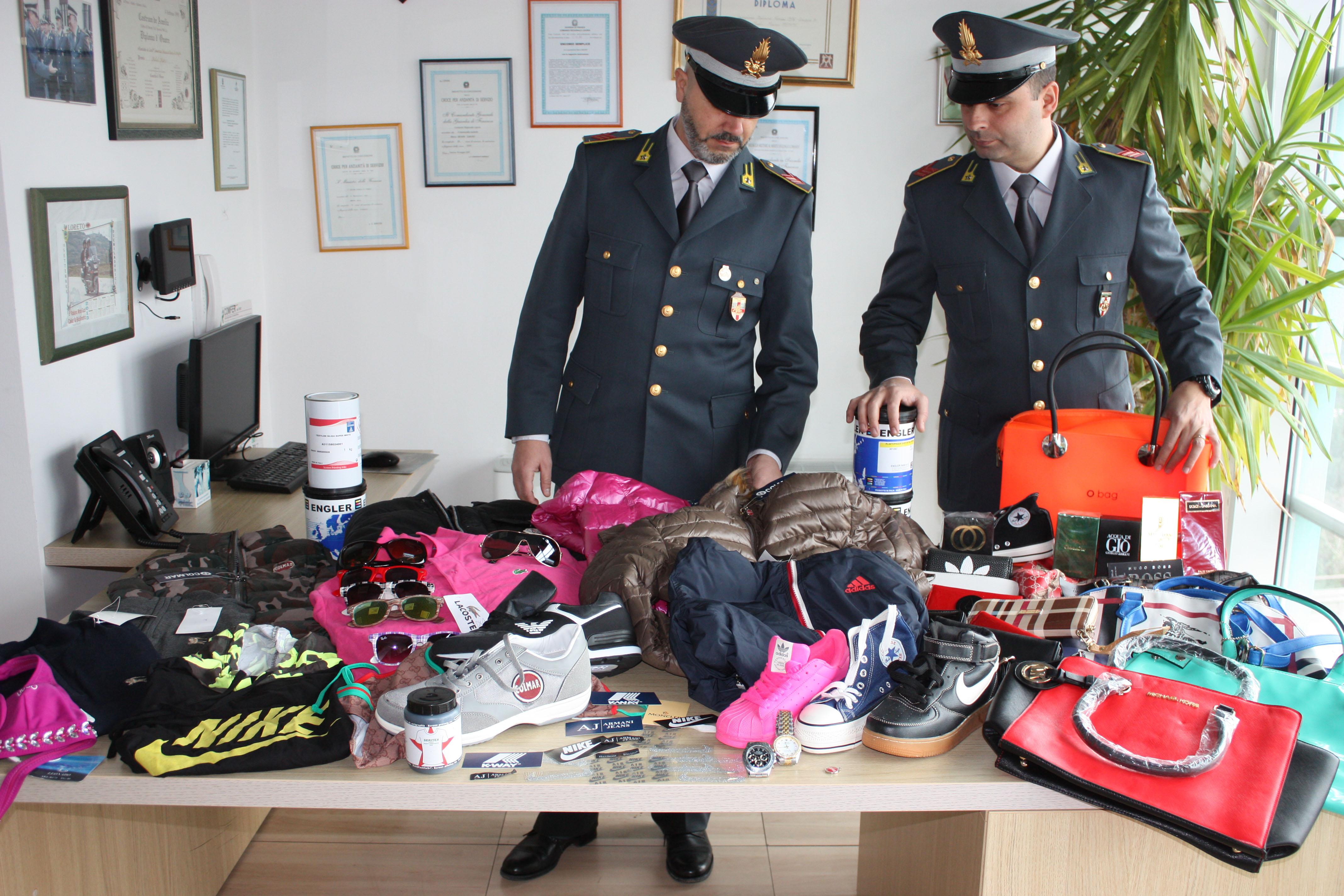 bae04cbb22 GdF: La Spezia, commercio in grande stile di prodotti contraffatti ...